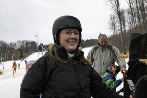 Andrea z Nitry smerovala z lyžovačky do volebnej miestnosti.