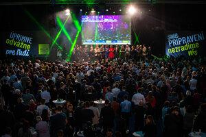 Voľby 2020: Atmosféra vo volebnej centrála Oľano.