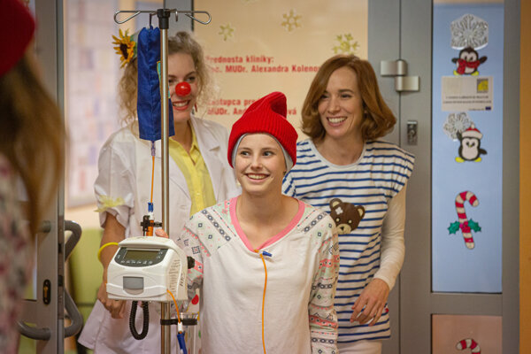 Chorú Jenny stvárnila 15-ročná študentka konzervatória Barbora Očenášová.