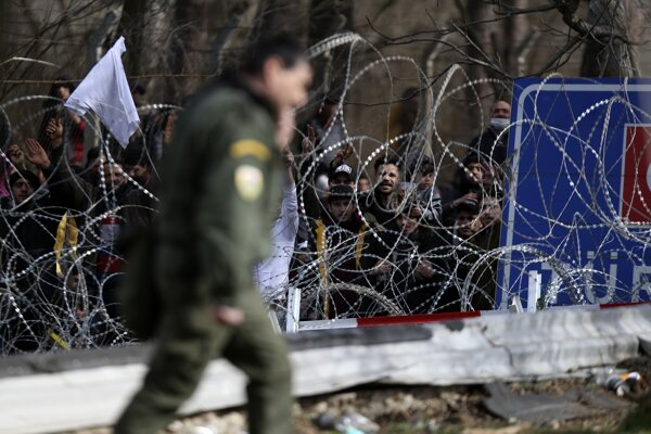 Utečenci na turecko-gréckej hranici.