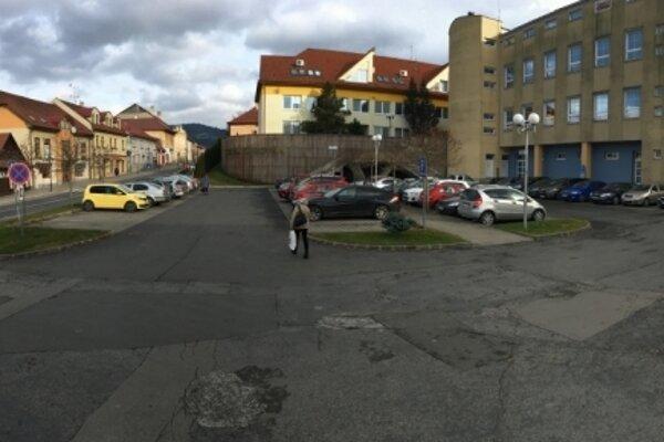 Za parkovanie v centre Starej Ľubovne sa už bude platiť.
