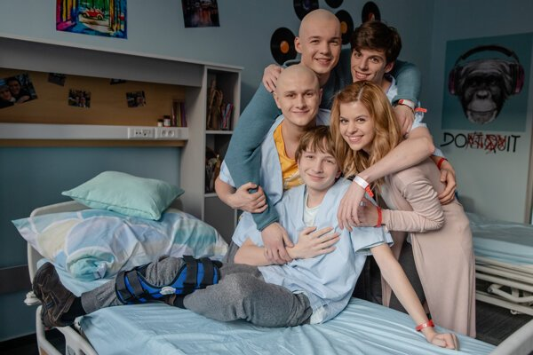 Sila priateľstva a zmysel pre humor pomáha mladým pacientom bojovať so svojimi vážnymi diagnózami.