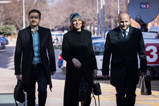 Voľby 2020: Na rokovanie do centrály Za ľudí prišla aj Veronika Remišová spolu s Jaroslavom Naďom a Eduardom Hegerom.