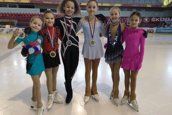 Zľava: Nela Petríková, Ella Drličková, Natália Ostrolúcka, Denisa Adamkovičová, Nikola Fojtíková, Pavlína Hrebíková.