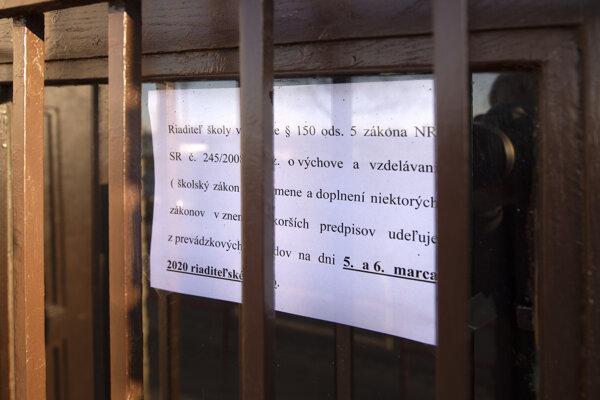 Oznámenie na jednej z bratislavských škôl.