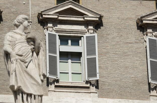Pápež sa na poludnie modlil modlitbu Anjel Pána a svoj krátky príhovor predniesol nie z okna Apoštolského paláca, ako zvyčajne...