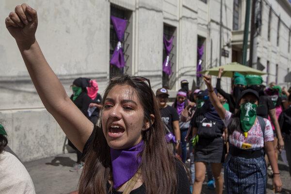 Pochod pri príležitosti Medzinárodného dňa žien v Guatemale.