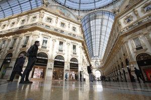 Prázdna nákupná pasáž v Miláne.