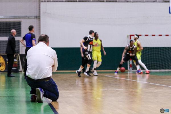 Basketbalisti Slávie si v marci doma nezahrajú.