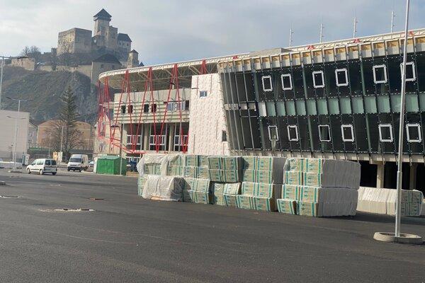 Futbalový štadión v Trenčíne v marci 2020.