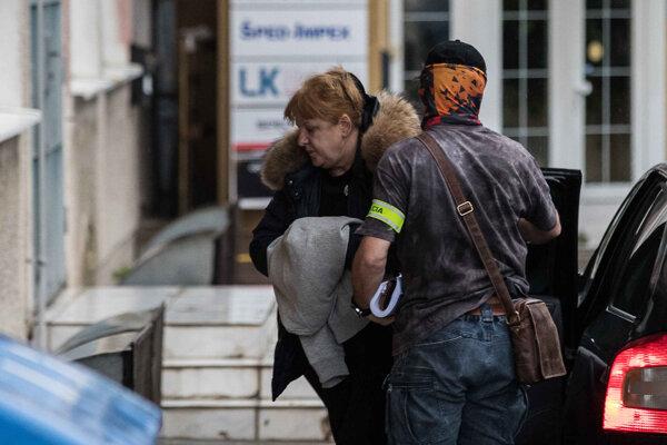 Jarmila Urbancová si ruky prekrývala kabátom. Zdroj: SME/Jozef Jakubčo