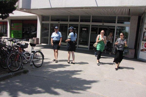 Bicykle zmizli už aj pred obchodným domom v centre.