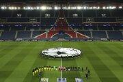 Futbalisti Paríž St. Germain a Borussie Dortmund na prázdnom štadióne pred odvetou osemfinále futbalovej Ligy majstrov.