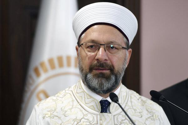 Ali Erbaš, šéf tureckého úradu pre náboženské záležitosti s názvom Diyanet.