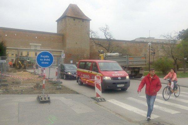 Opravy mosta začali s týždňovým oneskorením, stihnúť ho však chcú do jarmoku.