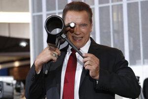Arnold Schwarzenegger šíri osvetu.
