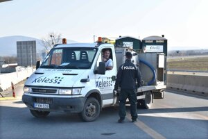 Z rýchlocesty sa musia niektoré vozidlá vrátiť späť do Maďarska.