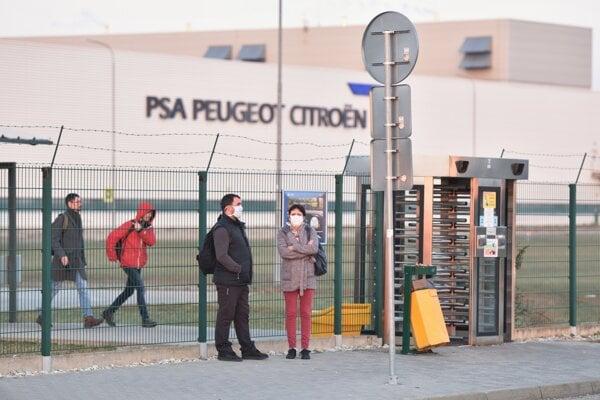Koronavírus na Slovensku: Trnavská automobilka je od 19. marca zatvorená.