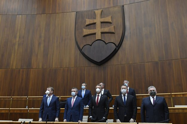 dolný rad sprava Ján Richter, Ladislav Kamenický, Richard Raši, Peter Pellegrini, Peter Žiga (Smer) počas ustanovujúcej schôdze.