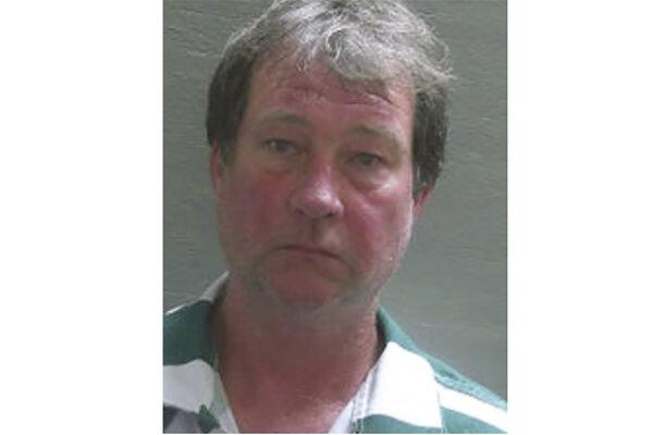 Daniela Wellsa obvinili z vraždy prvého stupňa a sexuálneho napadnutia prvého stupňa a umiestnili ho do okresného väzenia.