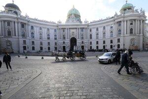 Palác Hofburg vo Viedni počas jarného lockdownu.