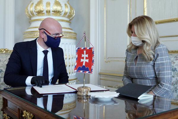 Minister školstva, vedy, výskumu a športu SR Branislav Gröhling a prezidentka SR Zuzana Čaputová počas ich stretnutia v Prezidentskom paláci.