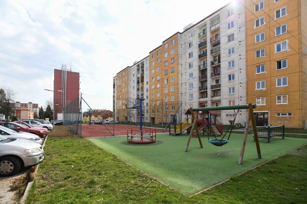 Pohľad na detské ihrisko v Starej Turej počas mimoriadnej situácie.