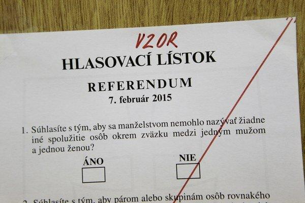Účasť na referende je nízka.