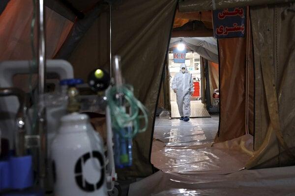 Počet prípadov koronavírusu v Iráne už štvrtý deň nestúpa