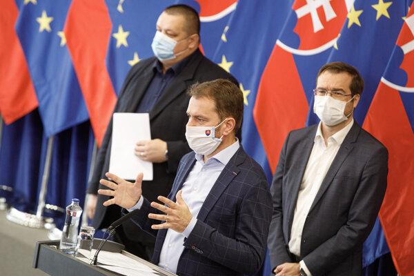 Premiér Igor Matovič počas sobotňajšej tlačovej konferencie.