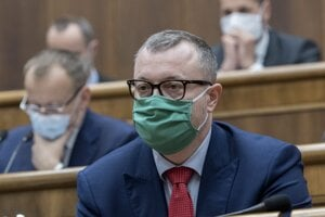Minister práce, sociálnych vecí a rodiny Milan Krajniak v parlamente.