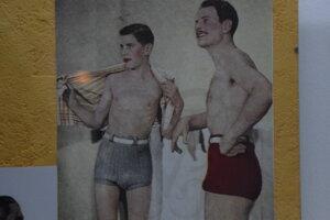 Aj páni si v minulom storočí potrpeli na módu.