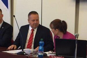 Popradský primátor Anton Danko sa pre koronakrízu vzdáva časti platu. Nie je jediný na východe.
