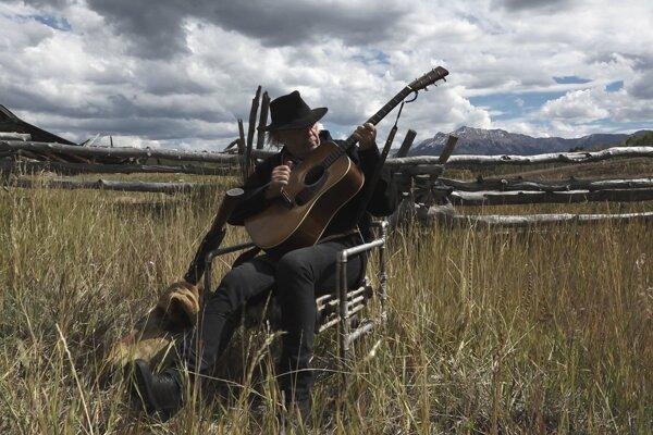 Neil Young vo filme Paradox, prístupný je na Netflixe.