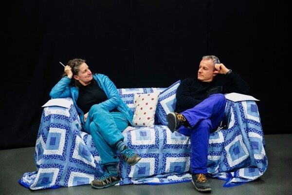 Klaudyna Rozhin režisérka komédie Nenávidím a herec Peter Čižmár.