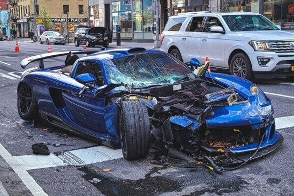 Vodič Gembally Mirage GT po nehode pokračoval s rozbitým autom ďalej.