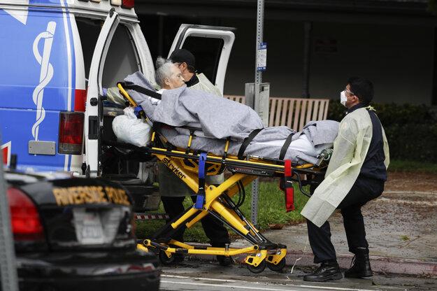 Pacientov z Magnolia Rehabilitation and Nursing Center evakuujú do iných zariadení.