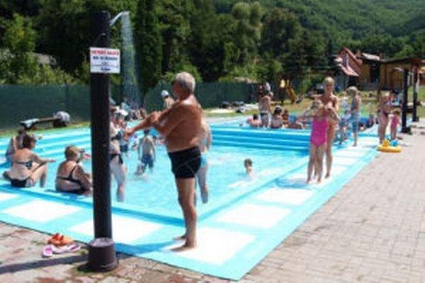 Kúpalisko v Sklených Tepliciach prevádzkuje aj túto sezónu obec.