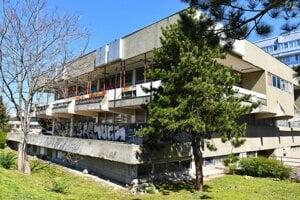 Budova bývalej diskotéky Bajkal v Ružinove.