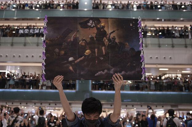 Nicolas Asfouri AFP. Záber z protestov v Hongkongu je súčasť série, ktorá získala prvú cenu v kategórii Spravodajstvo.