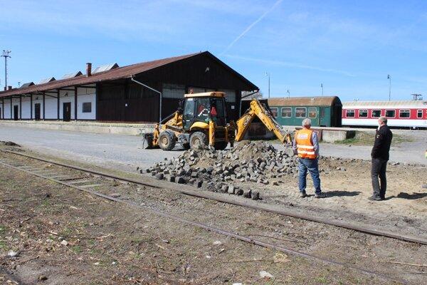 Práce na rekonštrukcii stanice sa začali.
