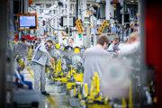 Výroba elektrických vozidiel v montážnej a výrobnej hale v decembri 2019.