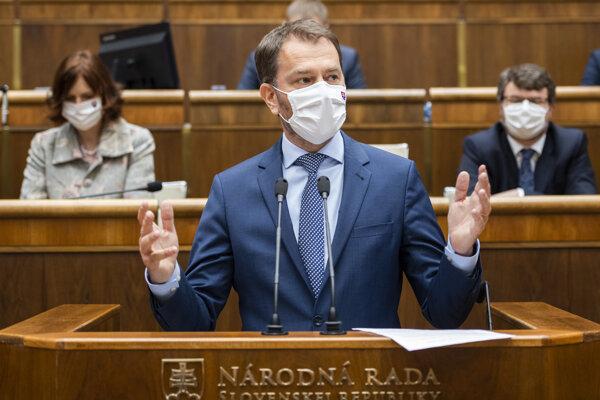 Predseda vlády SR Igor Matovič sa postavil pred poslancov Národnej rady NR SR a predložil programové vyhlásenie vlády. Je v ňom aj zámer vydávať vládne noviny.