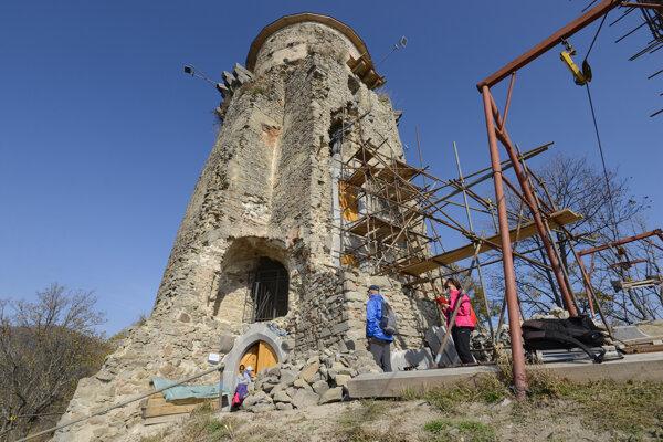 Rekonštrukcia hradu Slanec