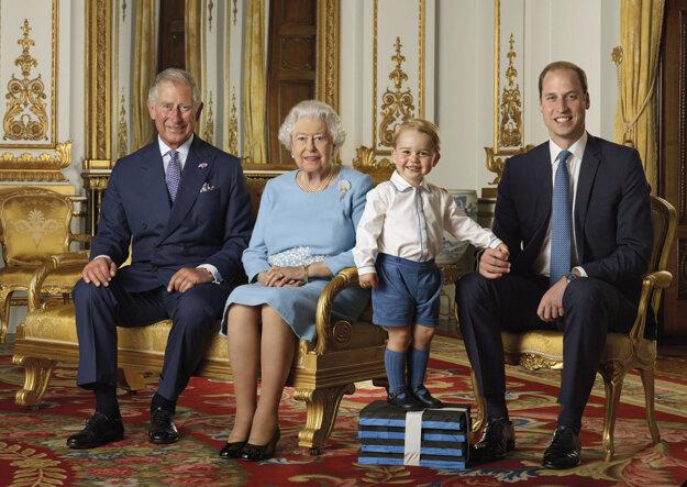 Štyri generácie Britskej kráľovskej rodiny v honosnom Bielom salóne Buckinghamského paláca v Londýne, rok 2015.