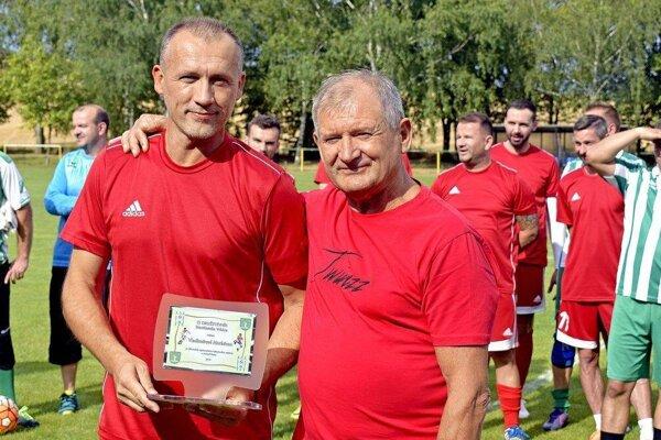Tréner Hontianskej Vrbice Karol Pilinský (vpravo).