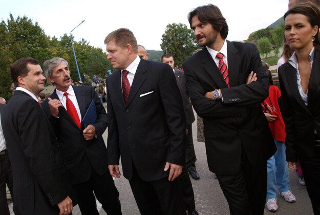 V roku 2007 sa na oslavách 70. výročia zbrojárstva na Slovensku v Dubnici nad Váhom zúčastnil Robert Fico, Robert Kaliňák a František Kašický. Miroslav Solava druhý zľava.
