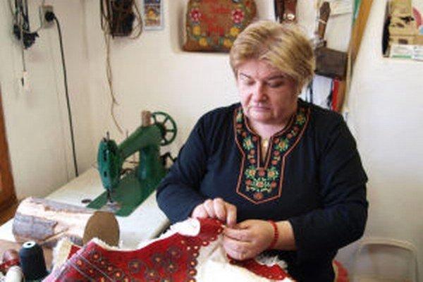 Anna Suchá v jej dielni.