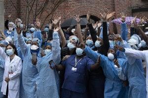 Zdravotníci v prvej línii boja proti koronavírusu ďakujú za podporu.