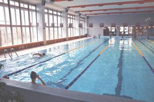 Bazén v levickej krytej plavárni vymenia.
